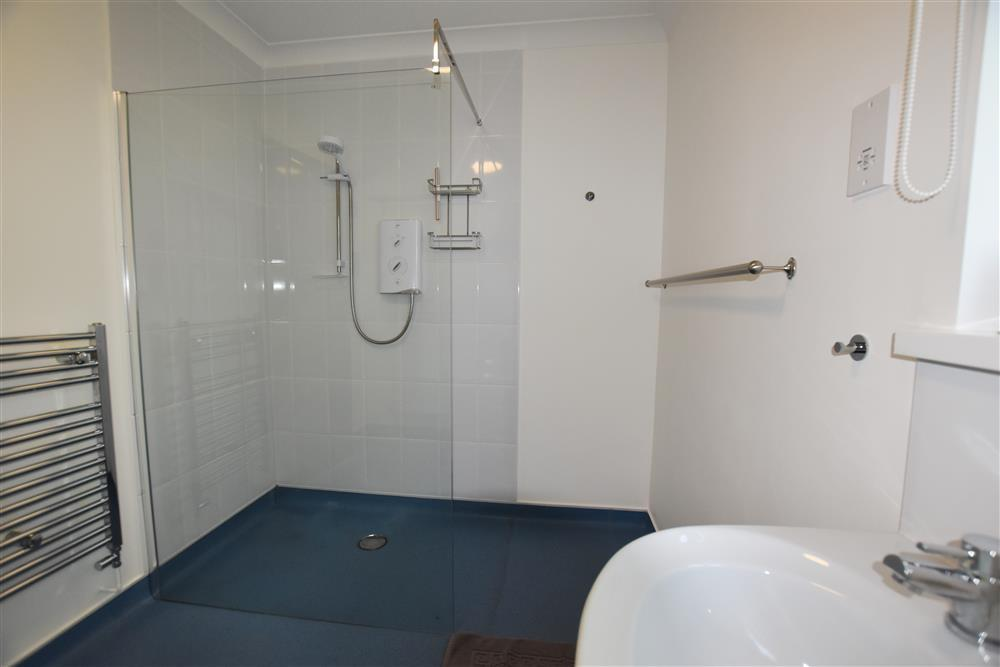 2220-5-Tawelwch walk in shower1