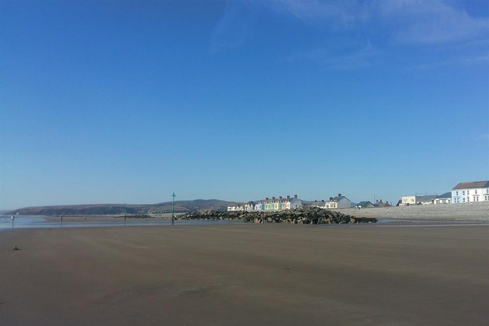 577-9-beach at Borth