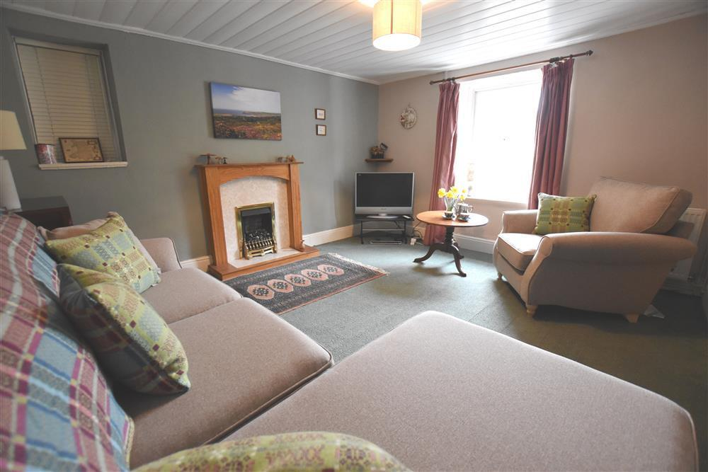 04-Holiday home TV room-101 (1)