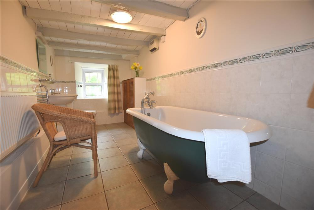 06-bath and shower room-101  (1)
