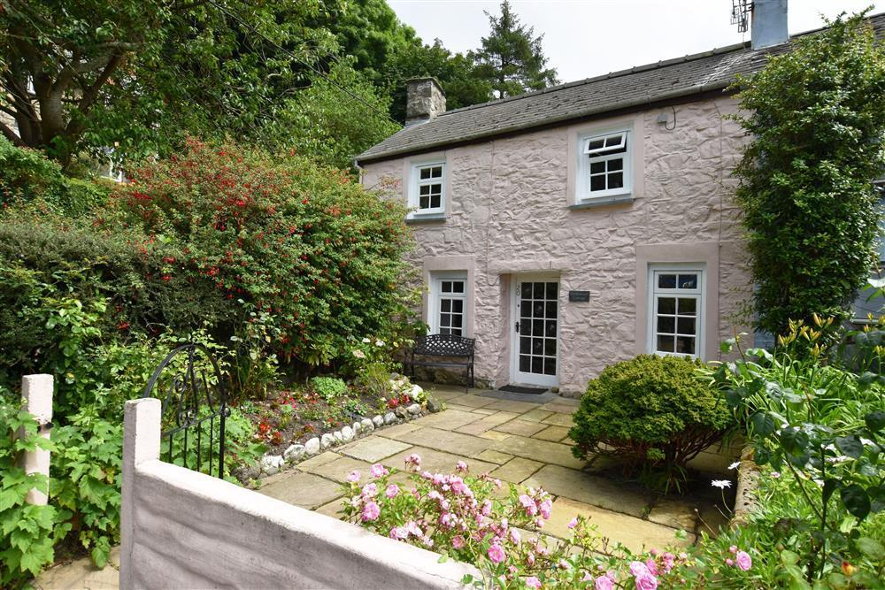 Period cottage with enclosed garden in historic fishing village  Sleeps: 6  Property Ref: 151