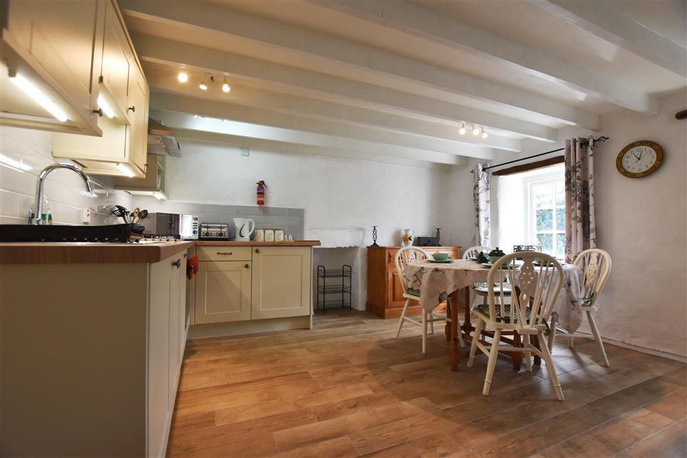 2101-4-cottage-kitchen