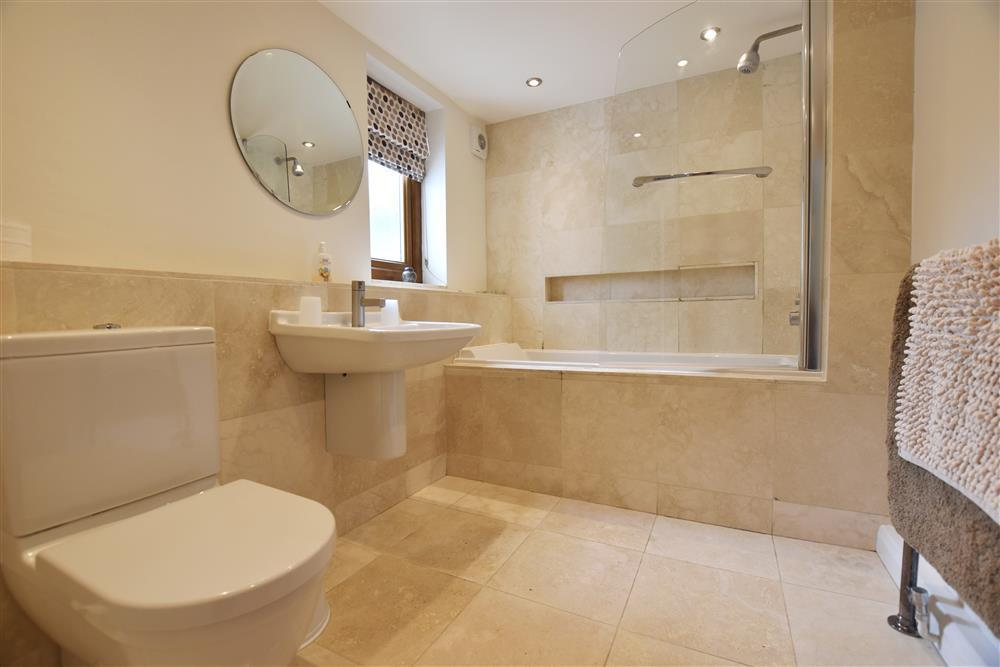 Photograph of 05 Modern bathroom 2114