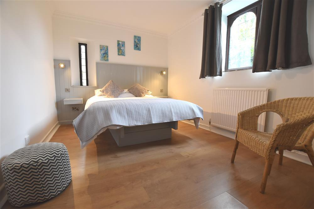 03-Double Bed in South Pembs-999 (2)