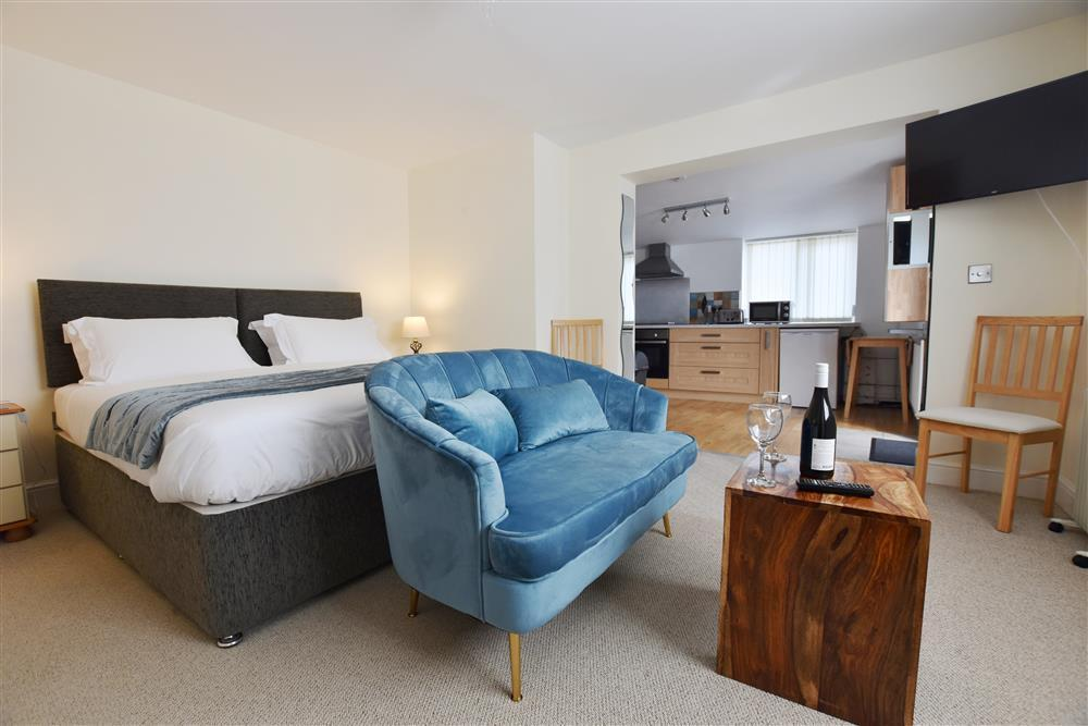 Comfortable apartment for two near pubs, shops and restaurants - Sleeps 2 - Ref 2179