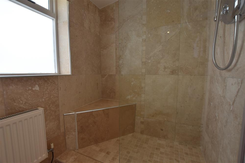 Photograph of 03 Hengoed shower room 2179 (1)