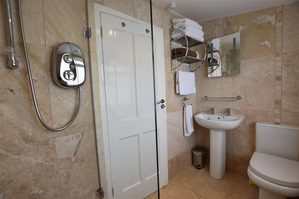 Photograph of 03 Hengoed shower room 2179 (2)