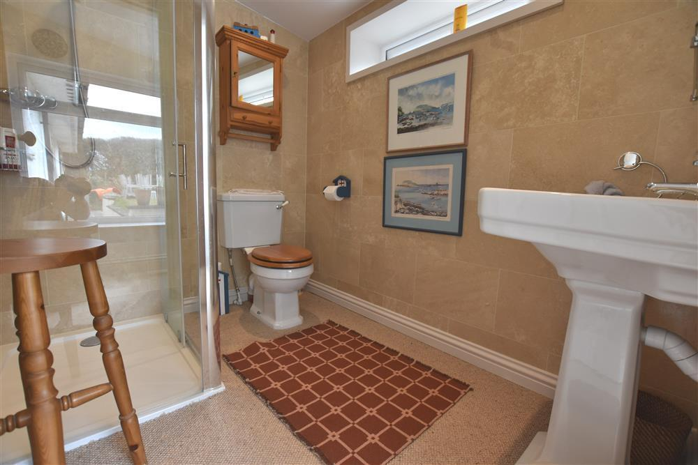 Photograph of 06 bathrooms 2236 (1)