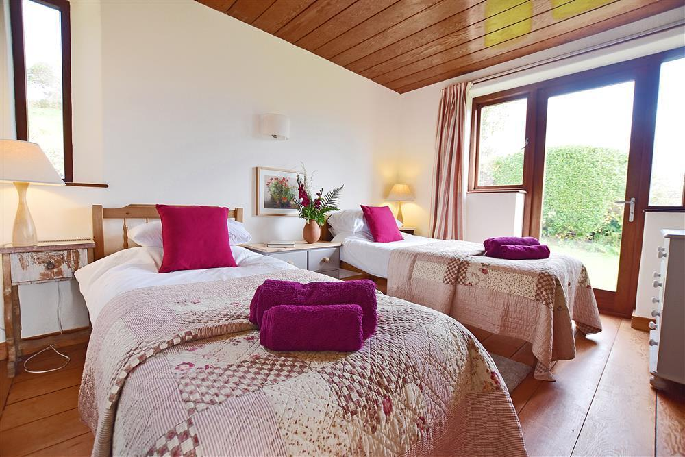 05 twin room Preseli hills 2250