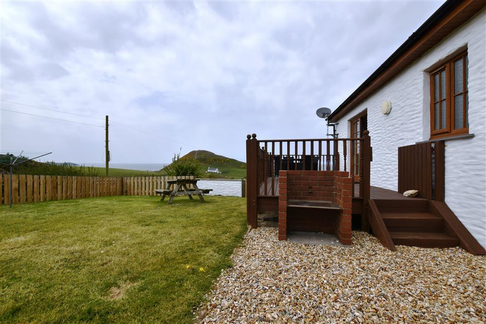 Converted milking parlour with distant sea views of Cardigan Bay - Sleeps 4 - Ref 904