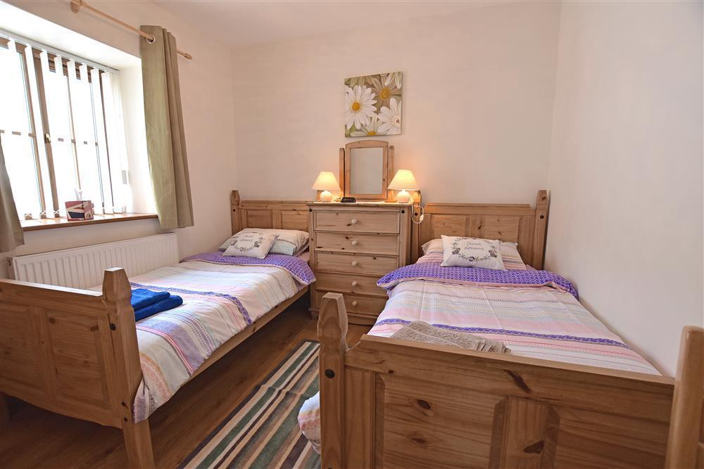 Photograph of 05 twin beds Mwnt 904
