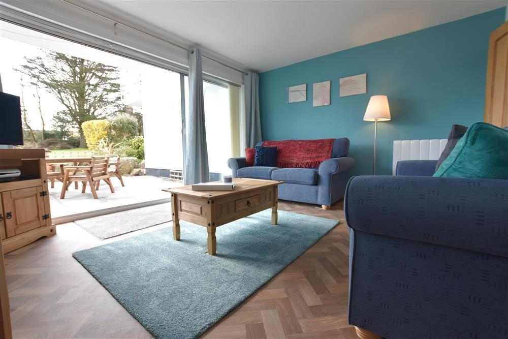 Contemporary apartment just 5 minutes walk from the beach - Sleeps 4 - Ref 2252