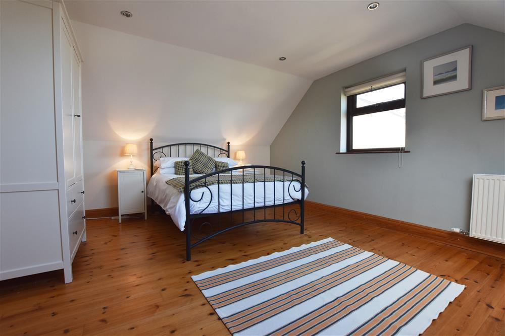Photograph of 05 Double bedrooms 2079 (1)