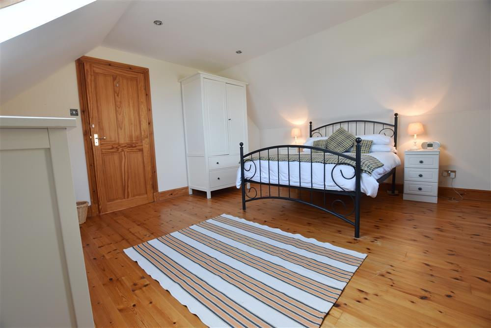 Photograph of 05 Double bedrooms 2079 (2)