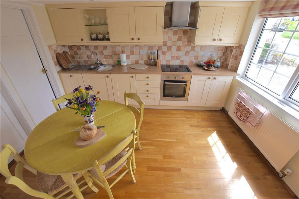 05 Cardigan Bay kitchen 536 (2)