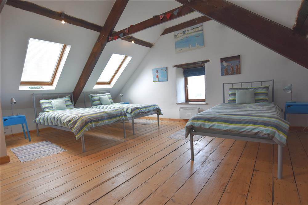 2095-7-attic-bedroom