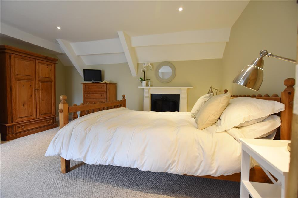 Photograph of 06-Kingsized bed in Fishguard-707 (2)