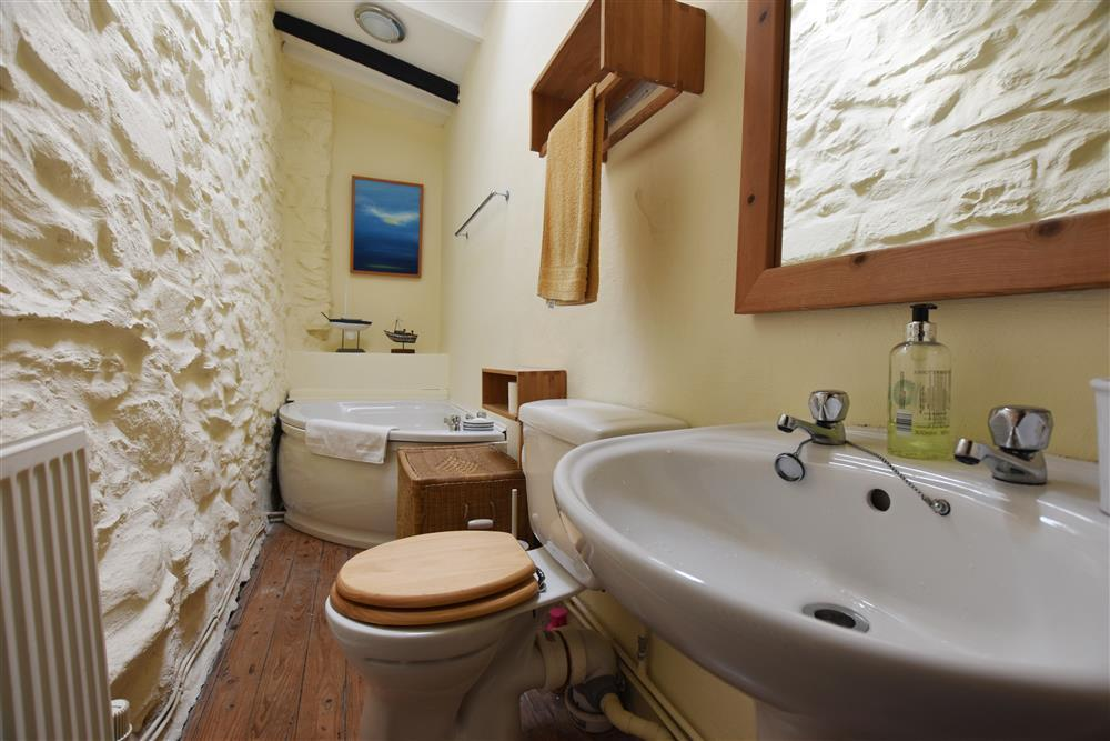 Photograph of 04 Bathroom at Bronmor 2208