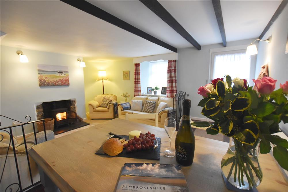 Cosy Cottage in Fishguard Coastal Market Town  Sleeps: 4  Property Ref: 2254