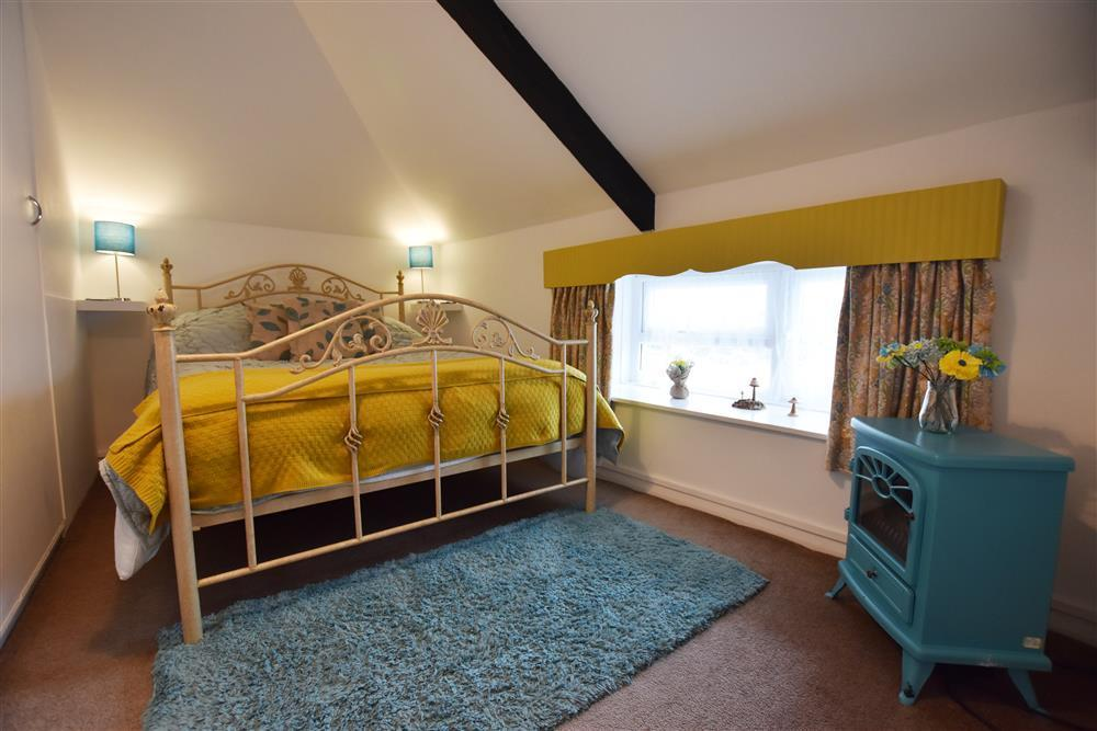 06 Double bed Fishguard Cottage 2254 (1)