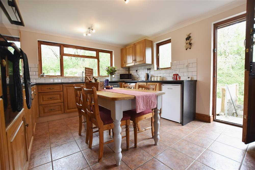 Photograph of 03 Cottage kitchen 2257 (1)