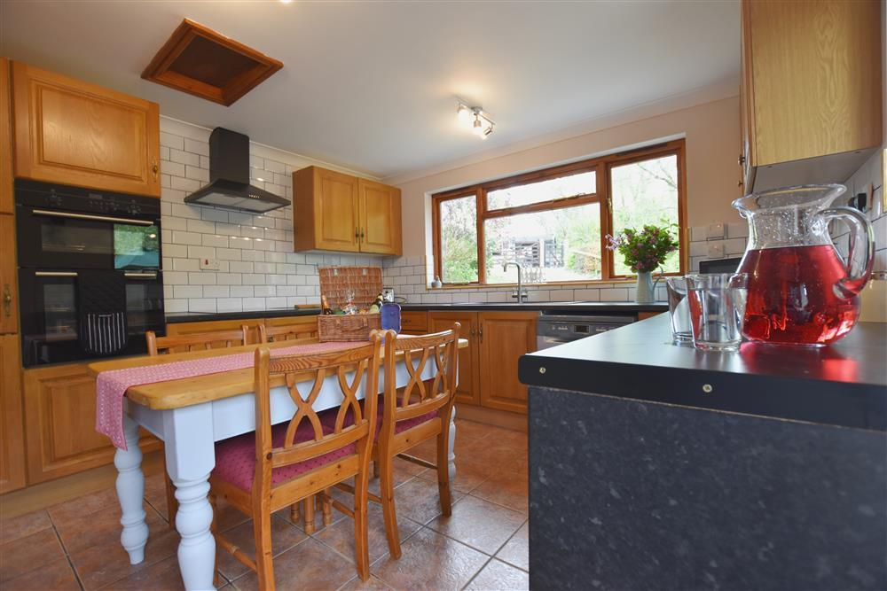 Photograph of 03 Cottage kitchen 2257 (4)