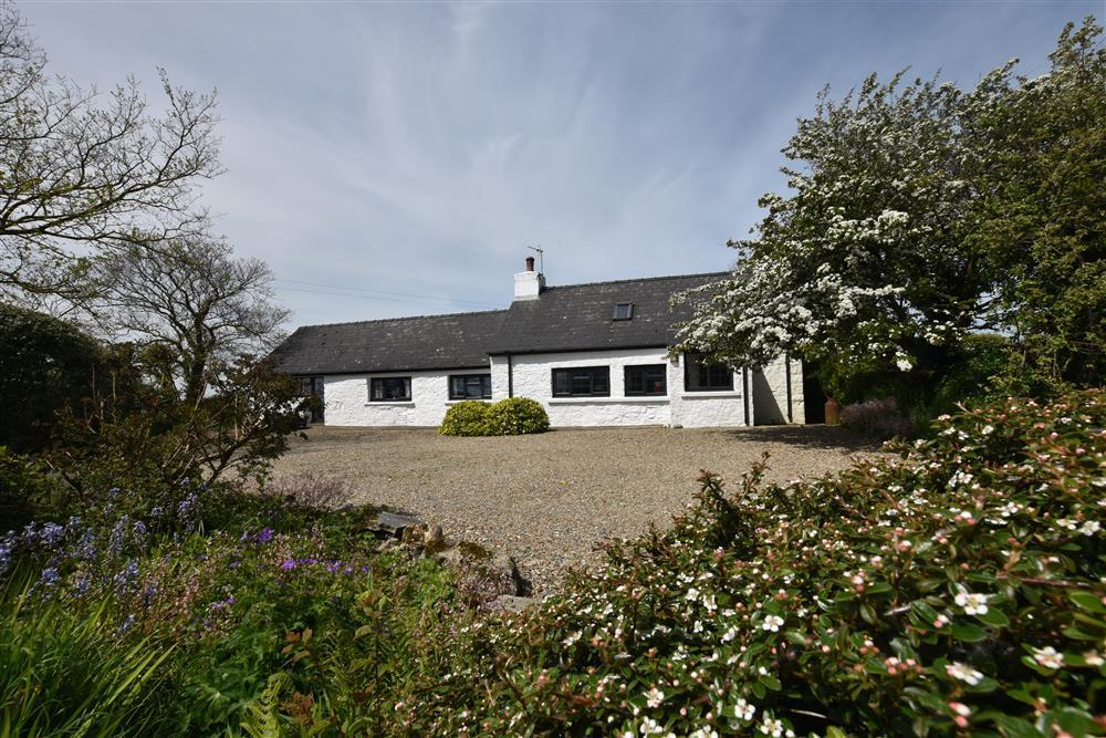 Pembrokeshire Cottage in National Park close to Newport Sands - Sleeps 5 - Ref 725
