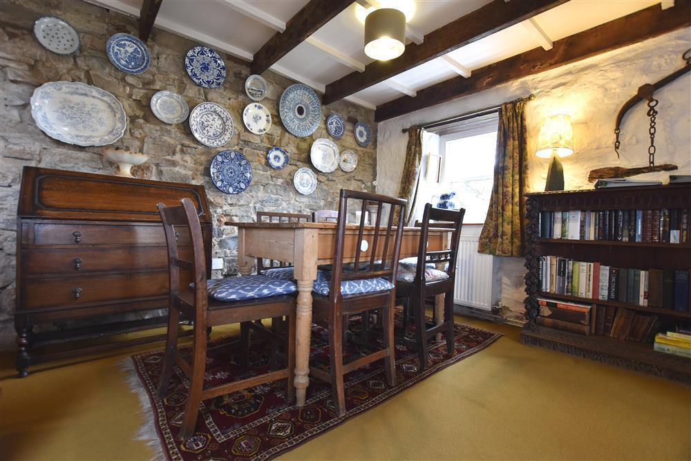 03-Cosy Dining Room-Newport-725 (1)