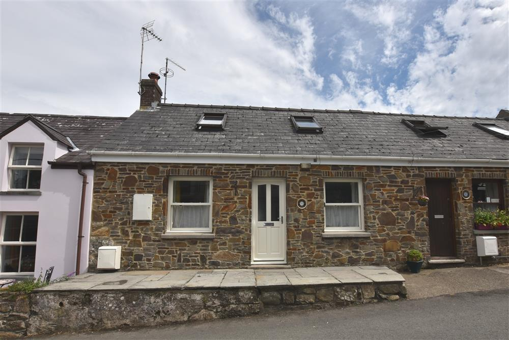 Cosy cottage with large enclosed garden in centre of Newport  Sleeps: 5  Property Ref: 2114