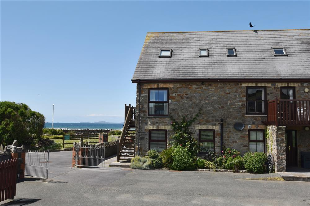 First floor sea view apartment overlooking Broad Haven's seafront  Sleeps: 6  Property Ref: 664