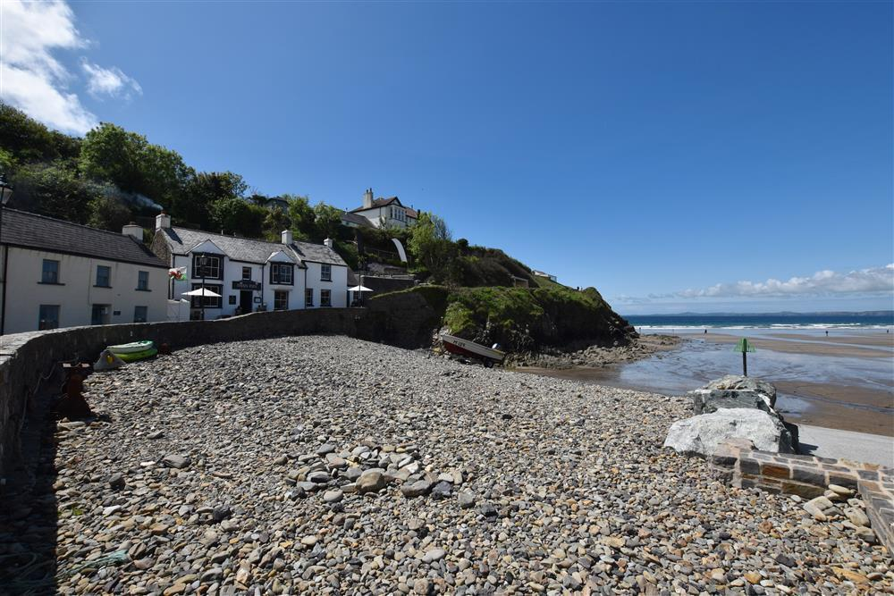 Sea view cottage right beside Little Haven beach - Sleeps 5 - Ref 625