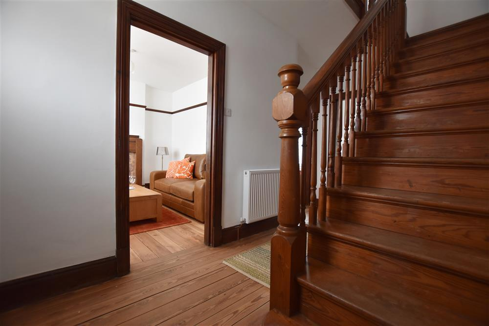 06 colonial stairs 2258