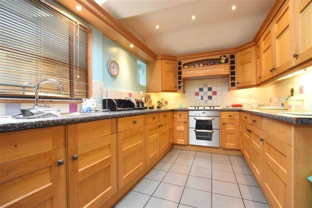 Photograph of 02 Stylish kitchen 2134 (3)