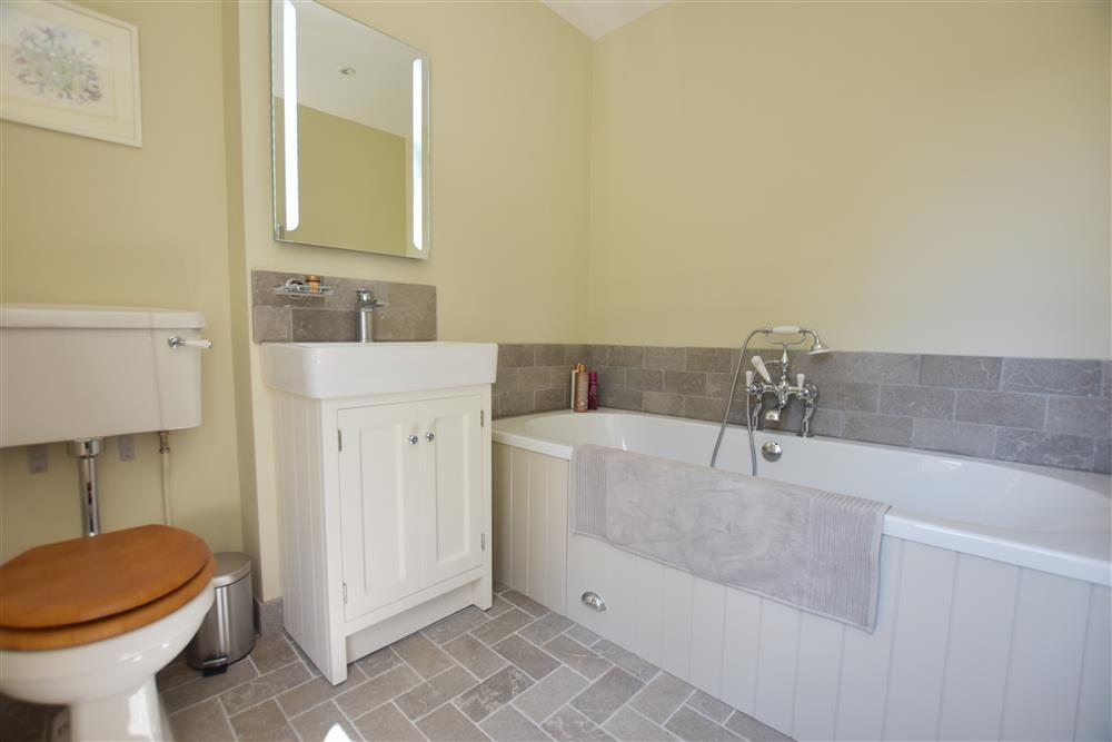 07 family bathroom 2261
