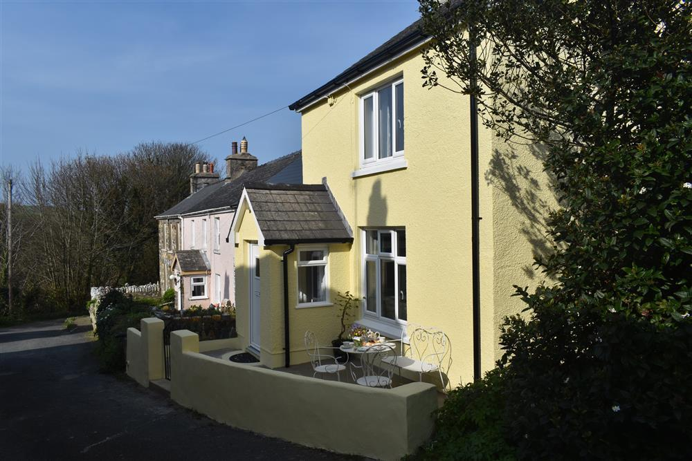 Sea View Coastal Cottage a short walk to 2 beaches - Sleeps 5 - Ref 2255