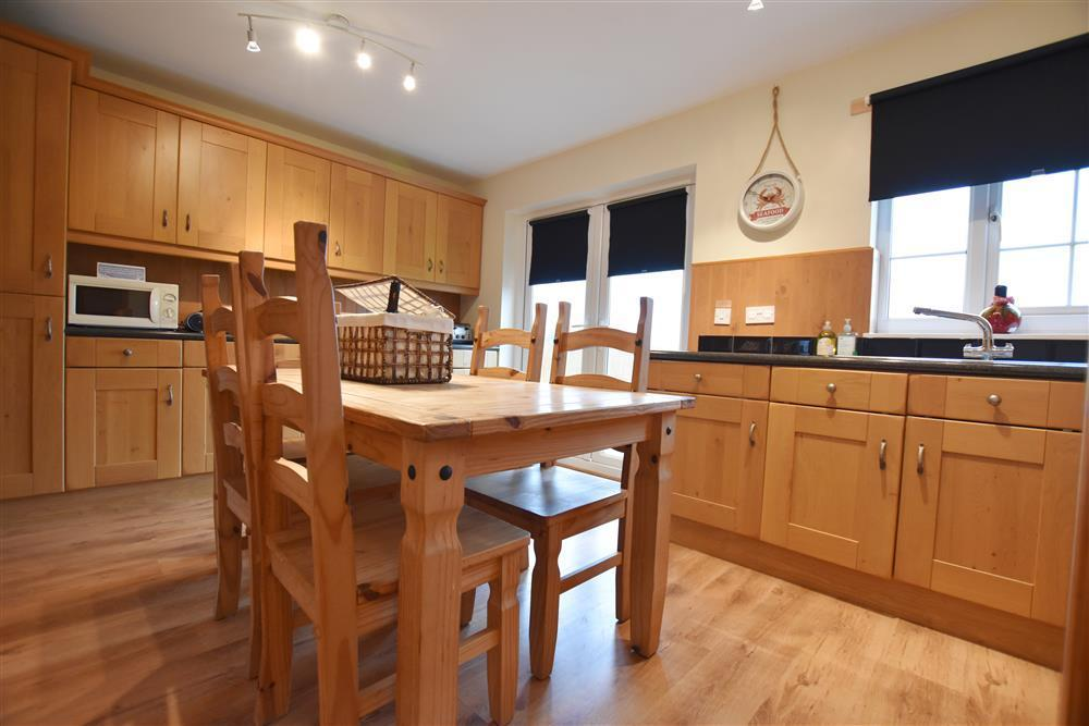 02 Newgale Cottage kitchen 2202 (2)