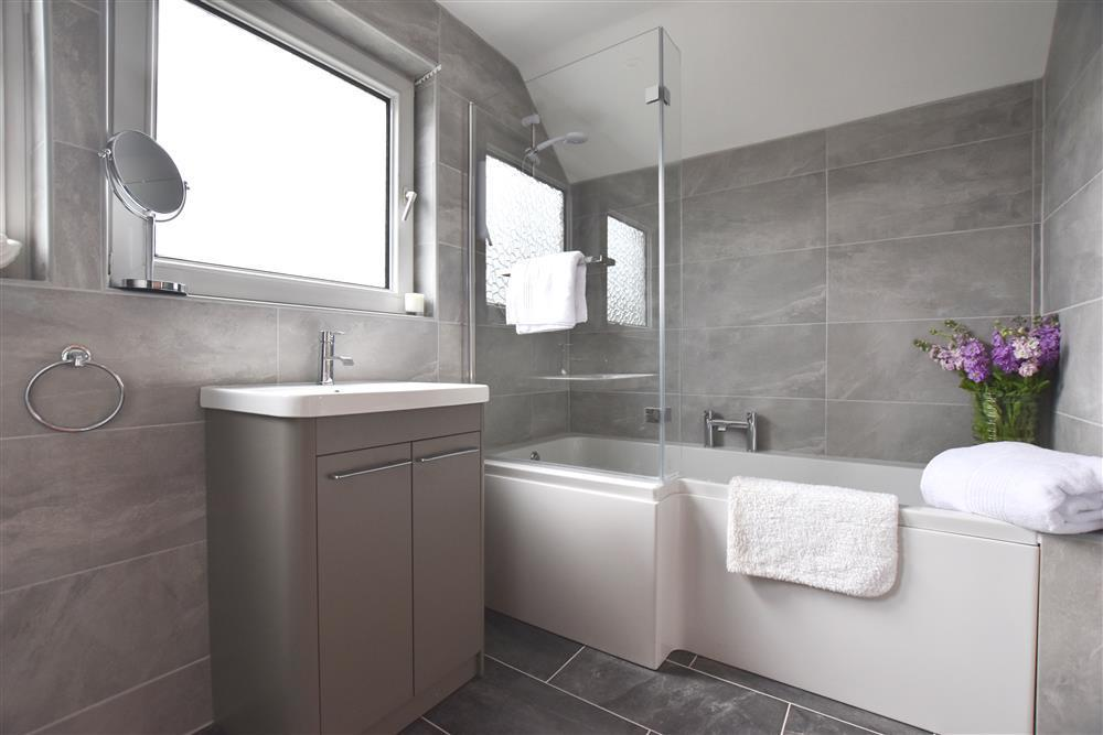 2242-7-bath and shower room (22)