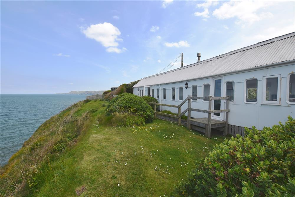 Clifftop Railway Carriage with sea views overlooking Cardigan Bay - Sleeps 2 - Ref 2019