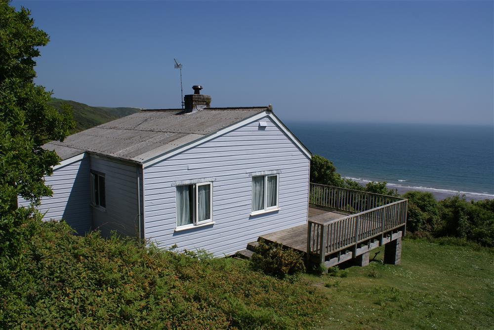 Sea view beach house overlooking Freshwater East beach  Sleeps: 6  Property Ref: 629