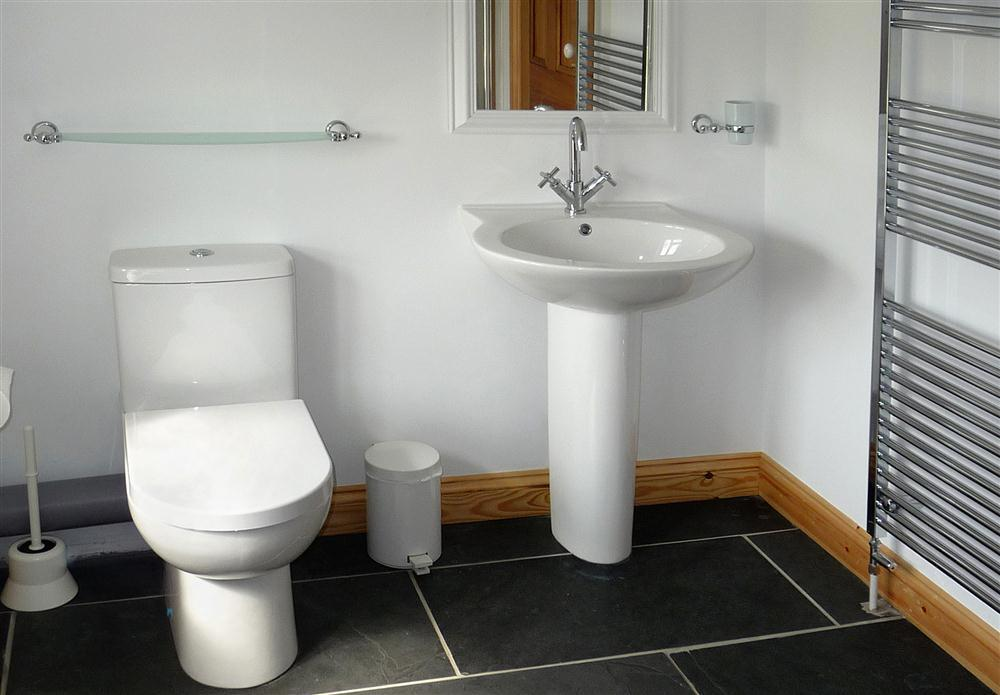 Photograph of 628-8-bathroom