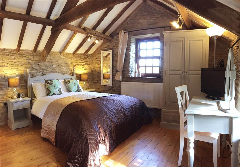 Granary with Gallery Bedroom - St Clears - Sleeps 2 - Ref 706