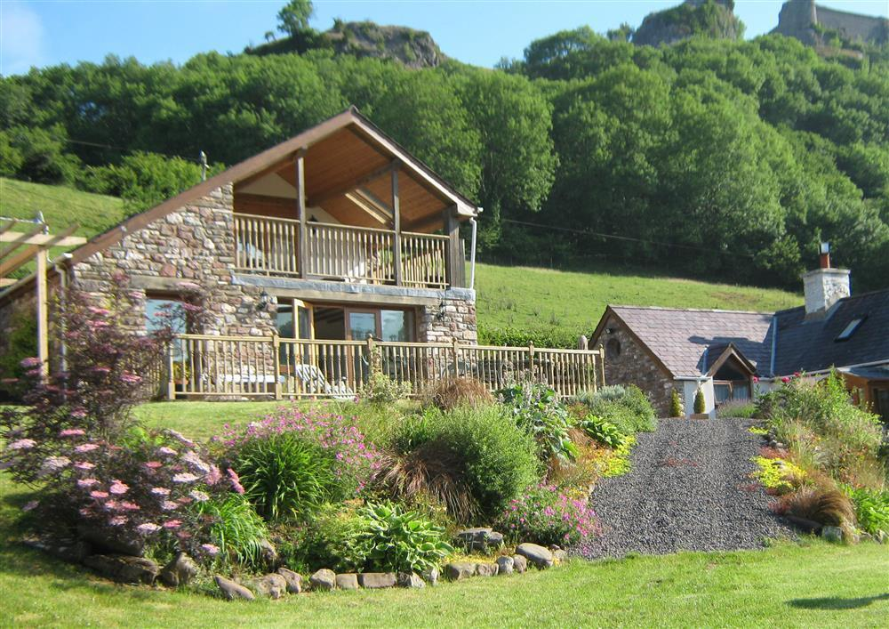 Dan Castell Cottage -  below Carreg Cennen Castle - Trapp - Llandeilo - Sleeps 2 - Ref 2200