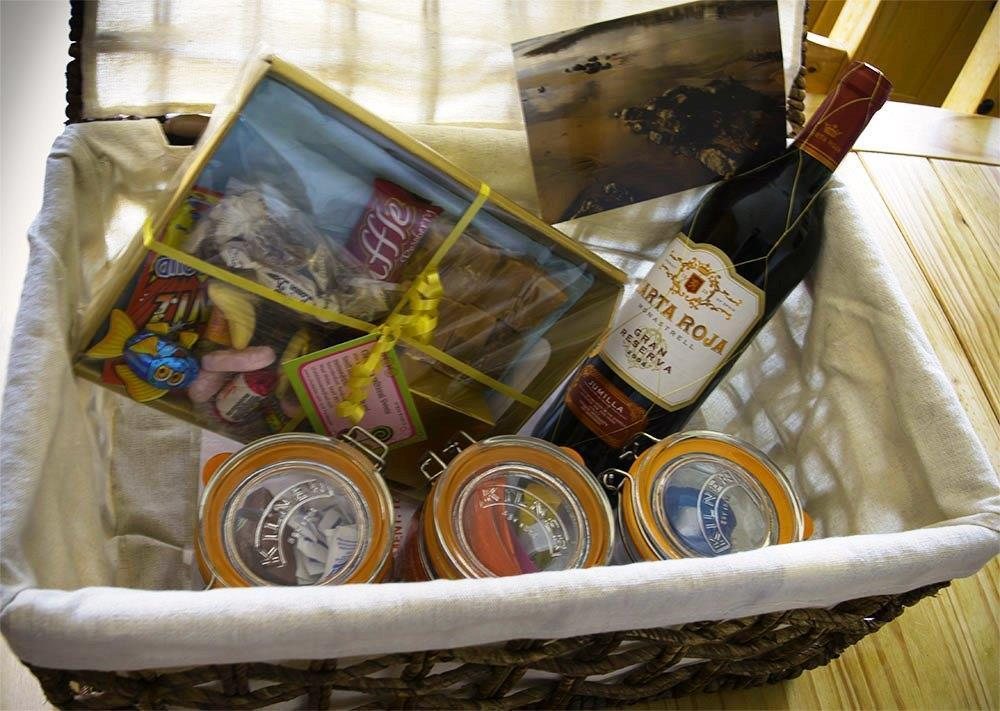 Photograph of 2202-8- welcome hamper