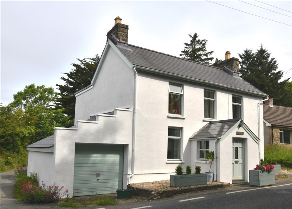 Pretty cottage between Newport and Fishguard on the spectacular North Pembrokeshire coast - Sleeps 7 - Ref 2189