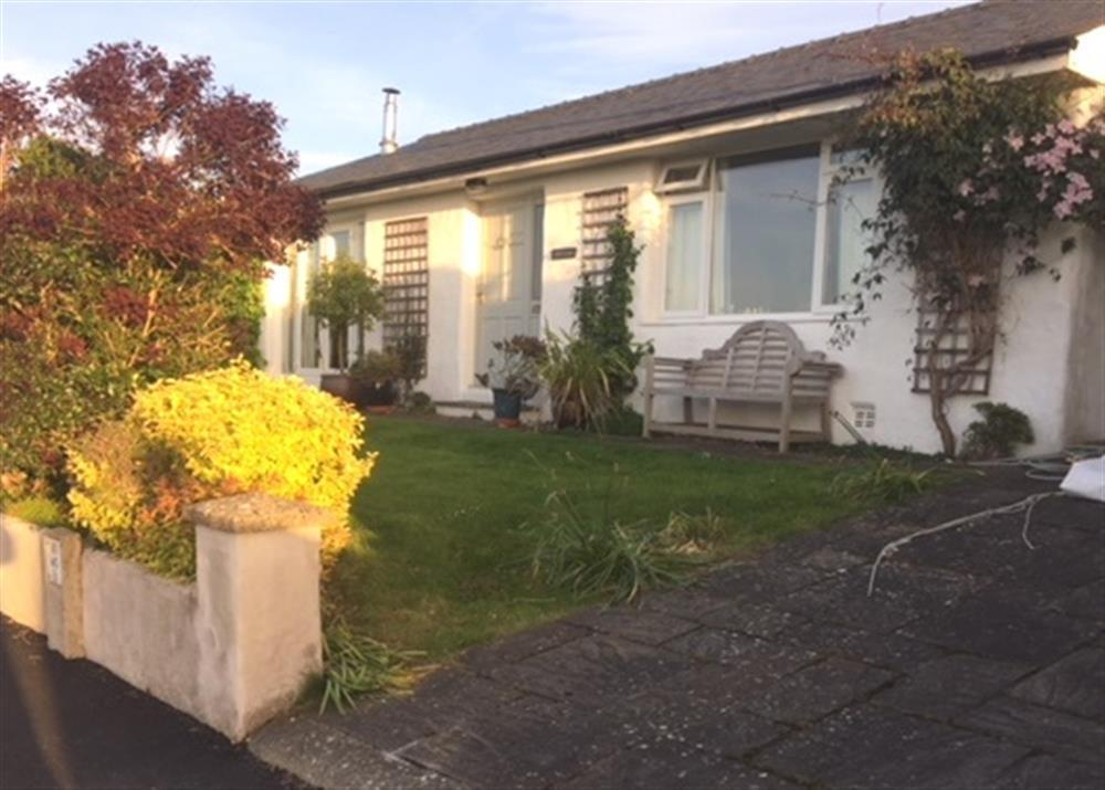 Large and comfortable detached bungalow with views of Newport Bay - Sleeps 6 - Ref 2236