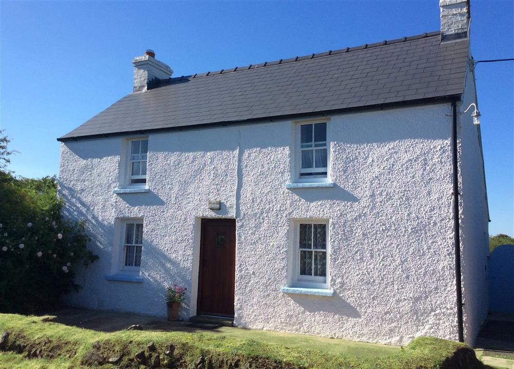 Secluded cottage with large garden near Strumble Head - Sleeps 4 - Ref 450