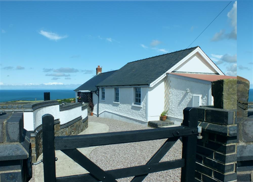 Coastal cottage near Mwnt with sea views over Cardigan Bay - Sleeps 4 - Ref 2064