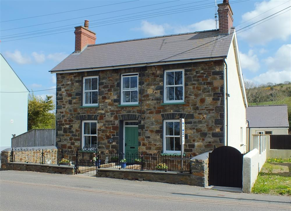 Period holiday home in the heart of the Pembrokeshire National Park - Sleeps 5 - Ref 2172