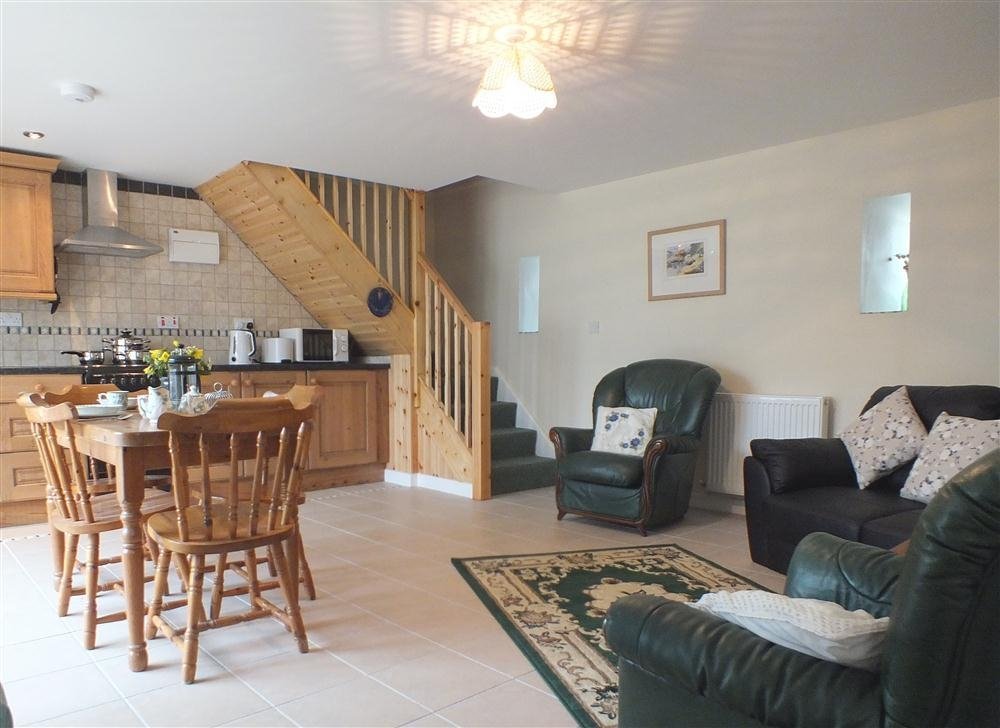 2125-3-open-plan-living-at-Brewery-Cottage