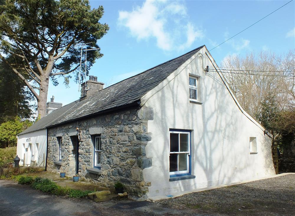 Lovely cottage on slopes of Carningli Mountain - Sleeps 4 - Ref 238